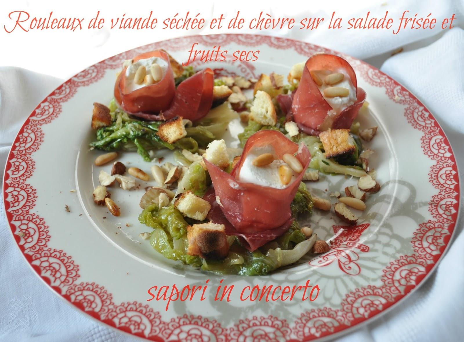 181. Rouleaux de viande séchée et de chèvre sur la salade frisée et fruits secs di Antonella
