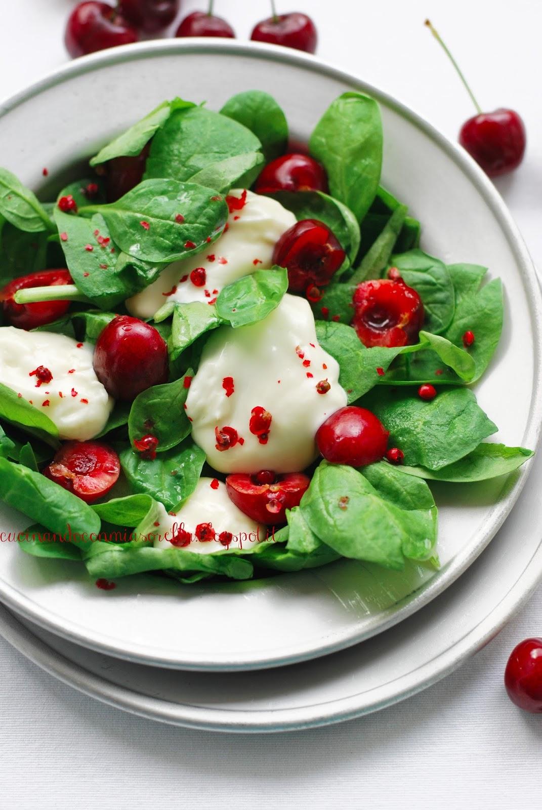 186. Insalata di spinacino, crescenza, ciliegie e pepe rosa