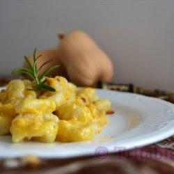 73.Gnocchi di patate con pesto di zucca e pancetta croccante di trita biscotti