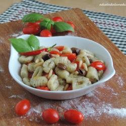 125.Gnocchi di patate alle erbe mediterranee con pomodorini, olive e pinoli di Manuela