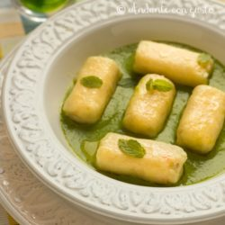 146. Gnocchi ripieni di salmone al curry su crema di pisellini speziati  di Patty