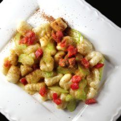 164. Gnocchi con bottarga, sedano e pomodoro fresco di polpetta pop