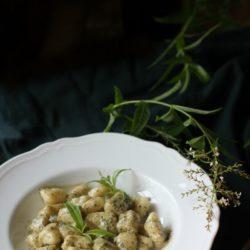 60.Gnocchi di patate alla crema di erba Luigia