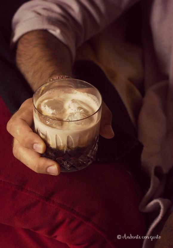 mano-bicchiere