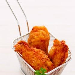 113.Pollo fritto con confettura di cipolla rossa di Tropea e melannurca di Anna