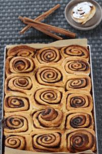 cinnamon rolls teglia