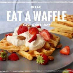 Waffle con panna, fragole e mandorle - Arianna