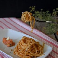 10.*Linguine con calamari, pesto di pomodori secchi e mollica fritta di Fabiana