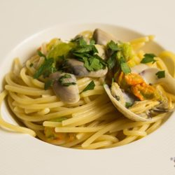 3. Spaghetti telline, vongole e fiori di zucca di Claudia