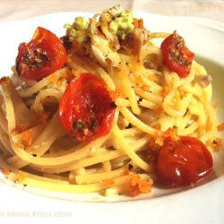 38. Spaghetti con gombro, pomodorini e briciole di albicocca di Leila