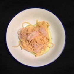65.*Linguine condite a crudo con scampi, cicale di mare e pesto di zucchine di Giuseppina