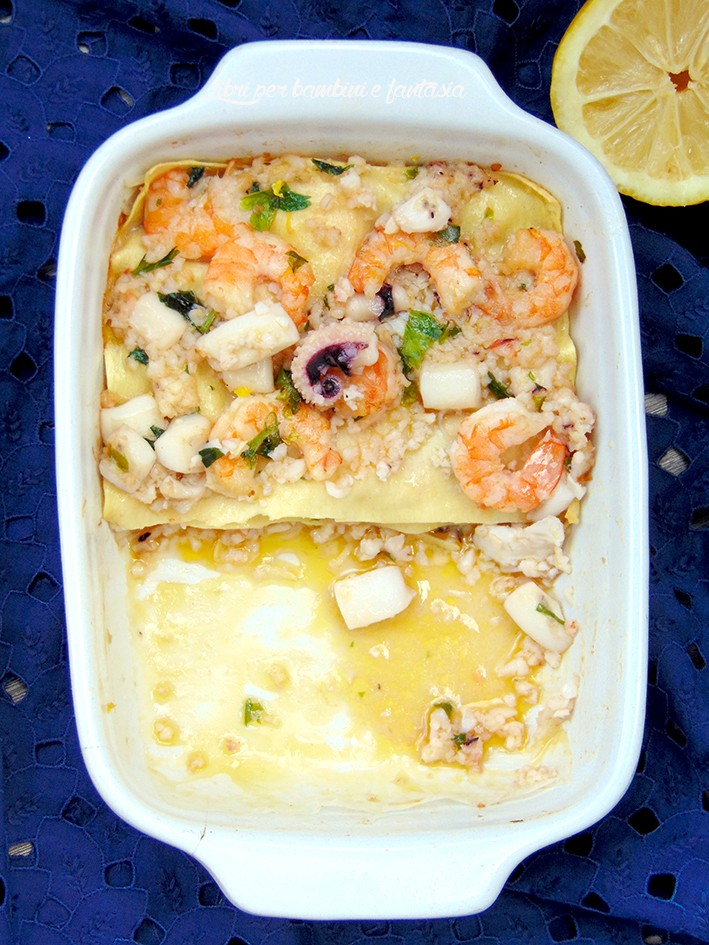 lasagna di mare in bianco salsa di prezzemolo e lime di