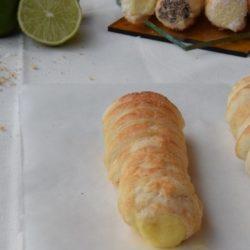 49. Camilla, Cannoli dolci di pasta sfoglia con crema al lime-cocco e ganache al cioccolato fondente e nocciole
