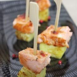 33. mini spiedini di salmone affumicato alciliegio e pepe rosa con ananas di Eliana