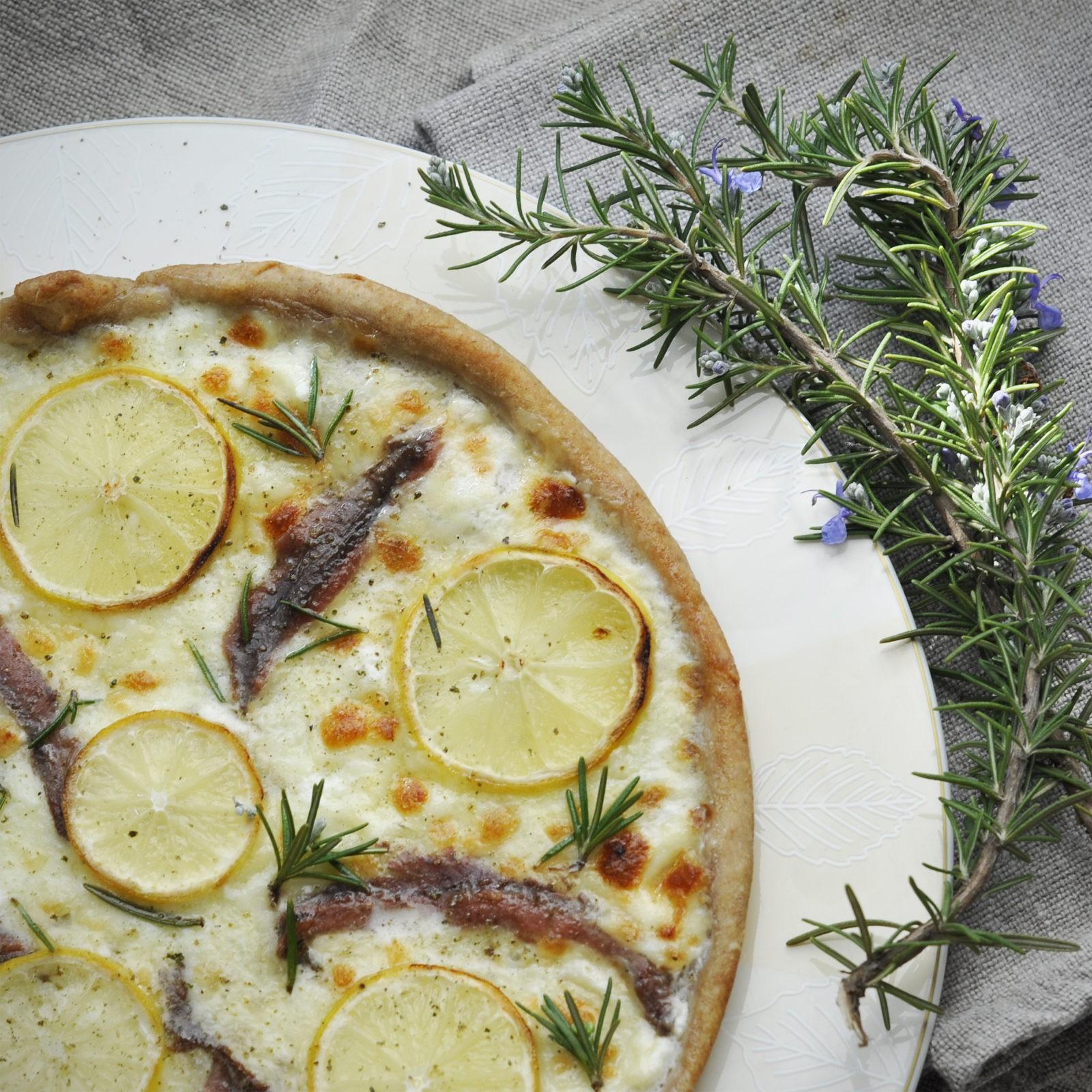 lacaccavella-magfood-mtc-focaccia-mozzarella-acciughe-limone-2