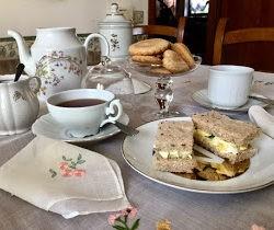 6. A Perfect British Afternoon Tea di Anna Maria