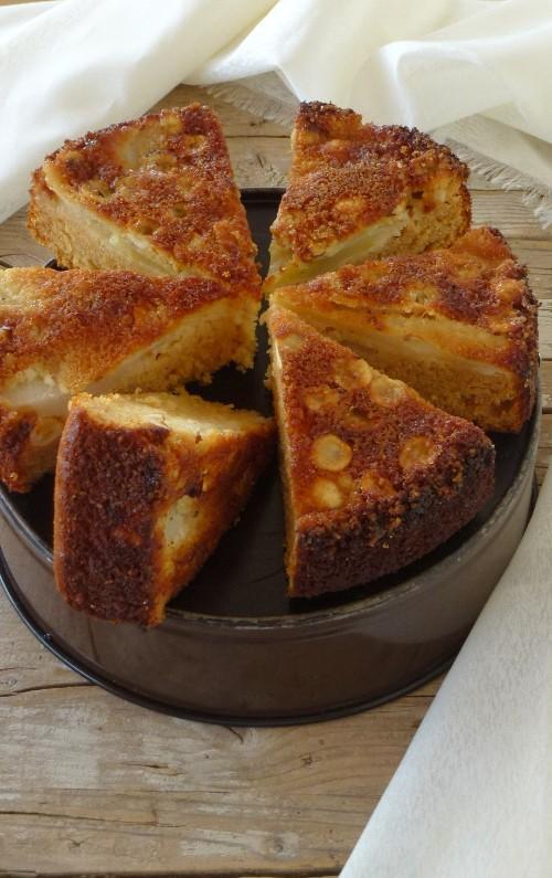 Torta rovesciata alle pere, miele e nocciole
