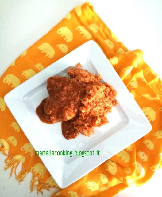 42. Mariella, pollo alle arachidi con riso rosso