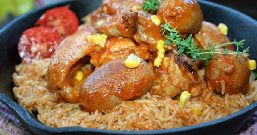 58. Antonella, red rice con pollo salsicce mais e arachidi